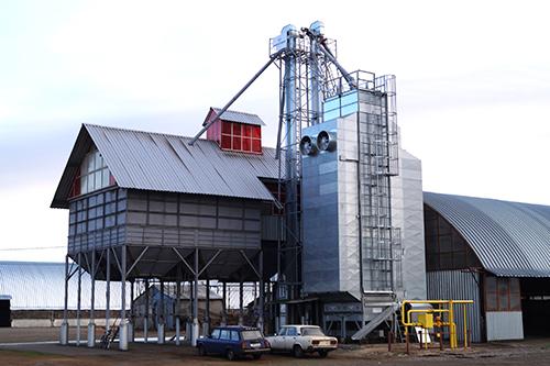 Использование новой зерноочистительной  машины ВЕТА для первичной обработки зерна в КФХ «Зубарев»