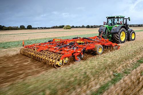 Технология обработки почвы с помощью культиватора TopDown в КФХ «Байгора»